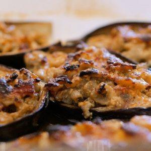 Barchette di melanzane ripiene al forno