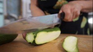 Come tagliare le zucchine